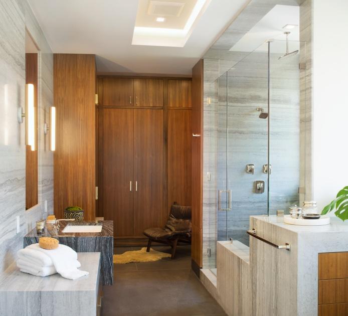 His_Bathroom_Panorama1